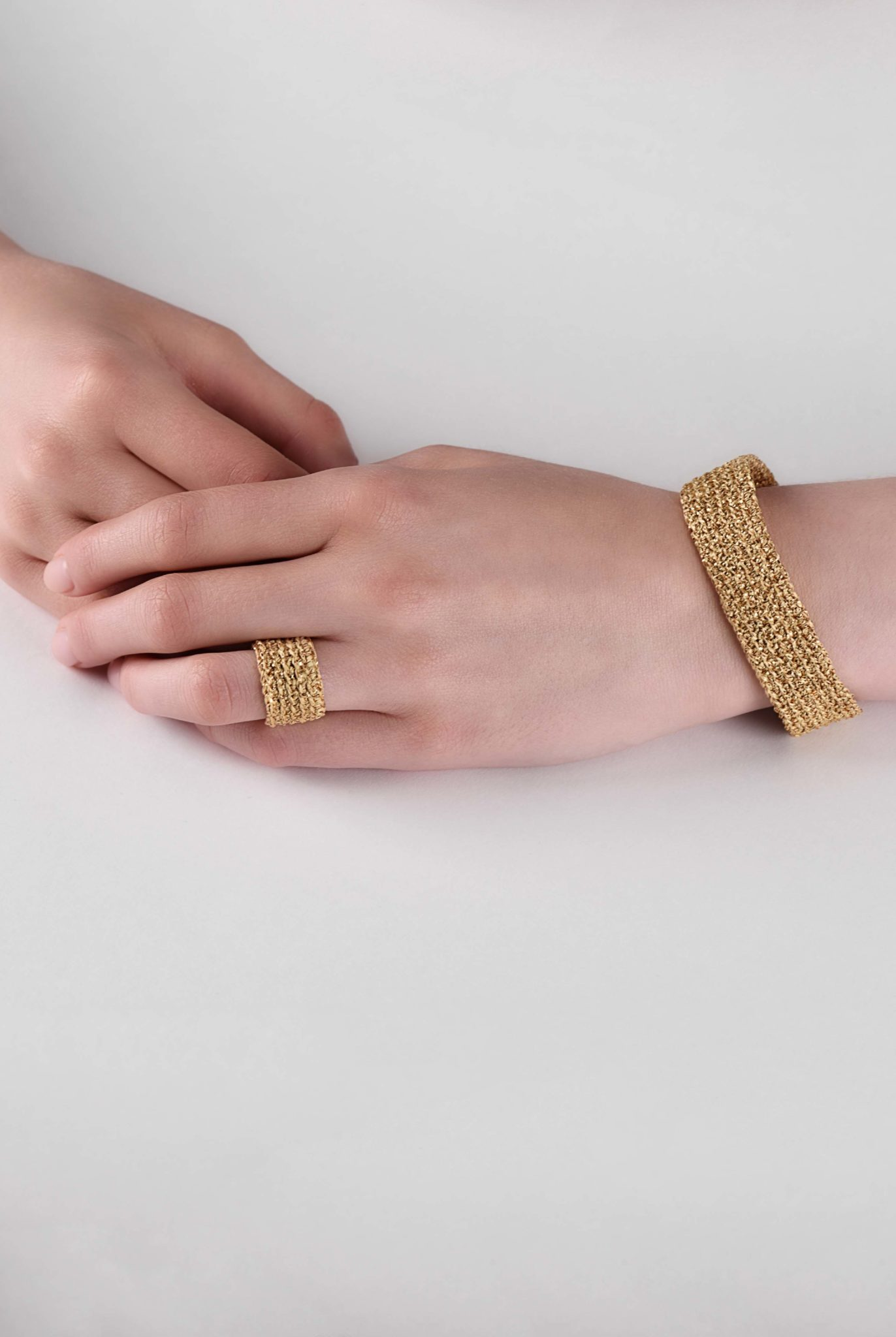 www.avantgarderobe.de-kriebel-schmuck-bracelet-armband-4-gold